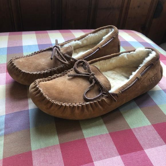b4b75485fd2 UGG Dakota Moccasin Slipper Brown Tan Size 9